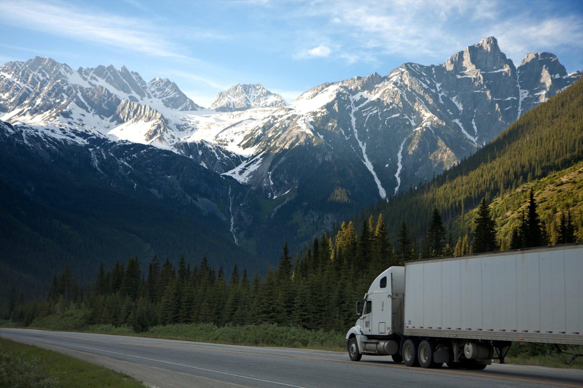 Uwaga – Zakazy ruchu ciężarówek w Europie w majówkę!